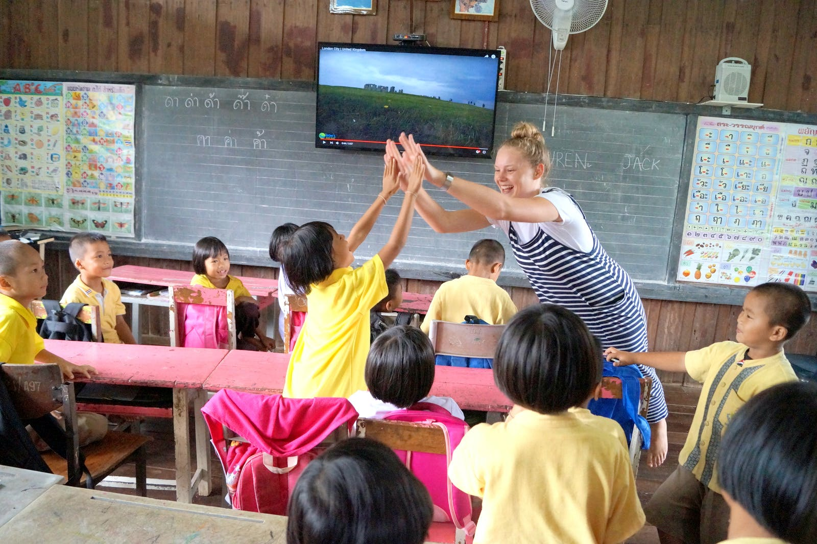 Teach children at temple schools